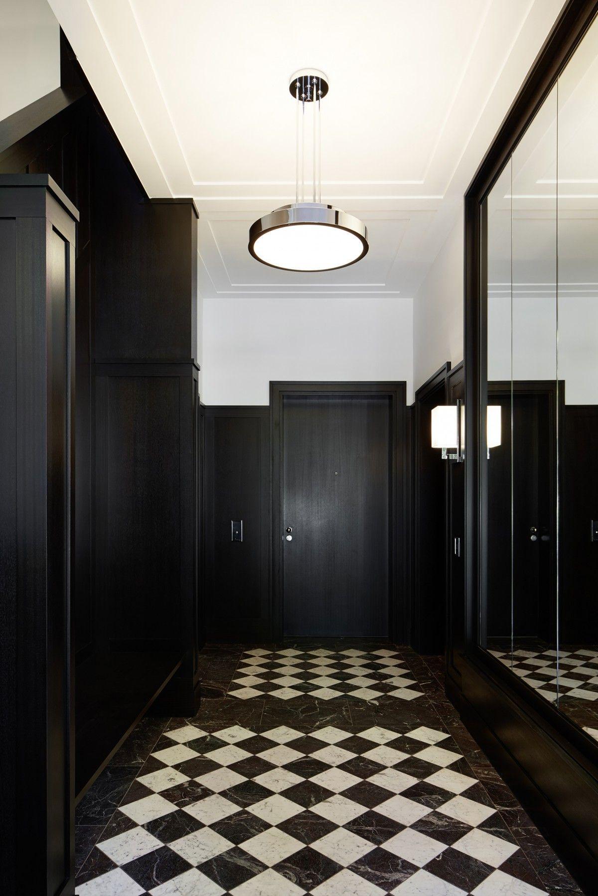 eingangshalle haus weyhe schwarz wei e marmor b den schm cken den flur die w nde sind mit. Black Bedroom Furniture Sets. Home Design Ideas