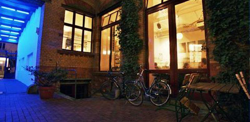 Cafes in Berlin – Barcomi's Deli. Hg2Berlin.com.