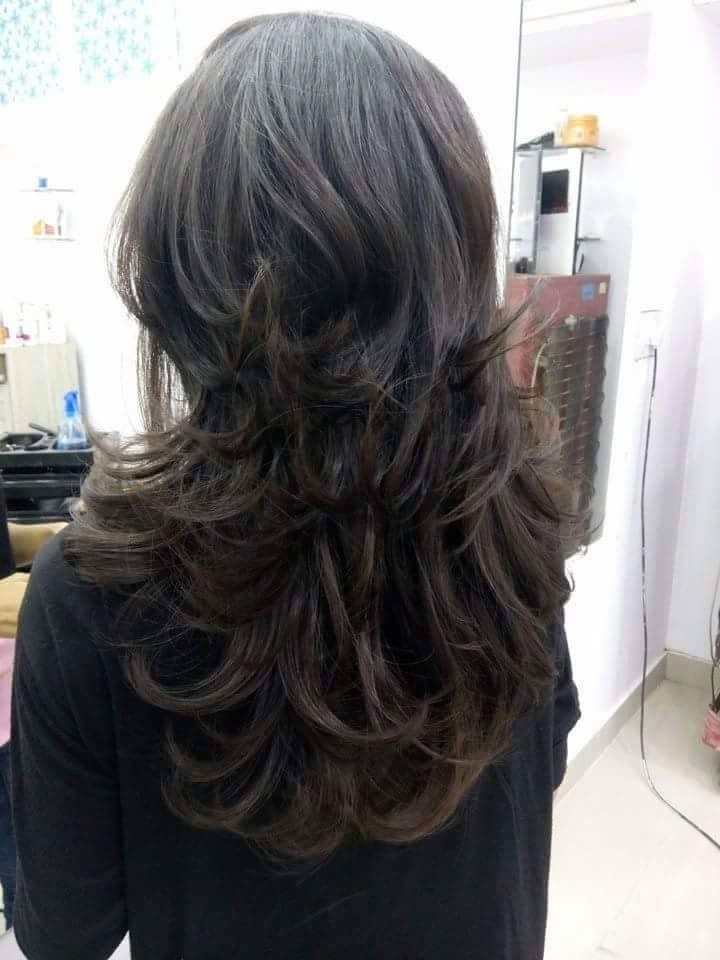 layer hair cutting style a cut hairstyle with layers hair 7859