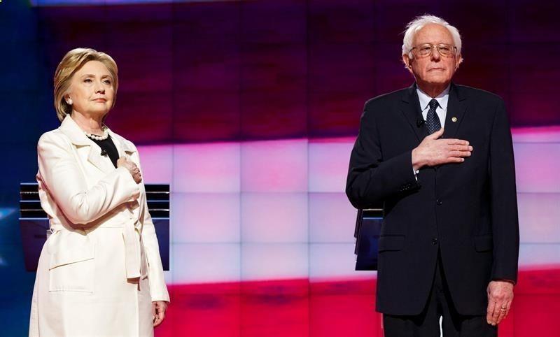 Los Ángeles (EEUU), 2 jun (EFE).- La favorita para lograr la designación como candidata a la Presidencia de EEUU por el Partido Demócrata, Hillary Clinton, ha visto menguar su ventaja en las encuestas sobre el senador Bernie Sanders desde los 11 puntos porcentuales en enero a tan sólo un 2 % a una semana