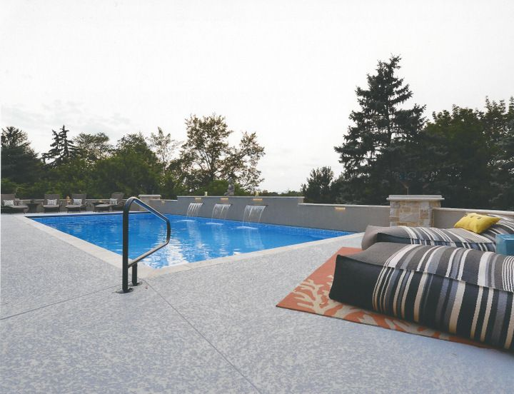 Want A Cool Decking That Does Not Burn Your Bare Feet Then A Spray Knockdown Finish Is Perfect For Your Pool Deck Call 281 Cool Deck Concrete Pool Pool Deck