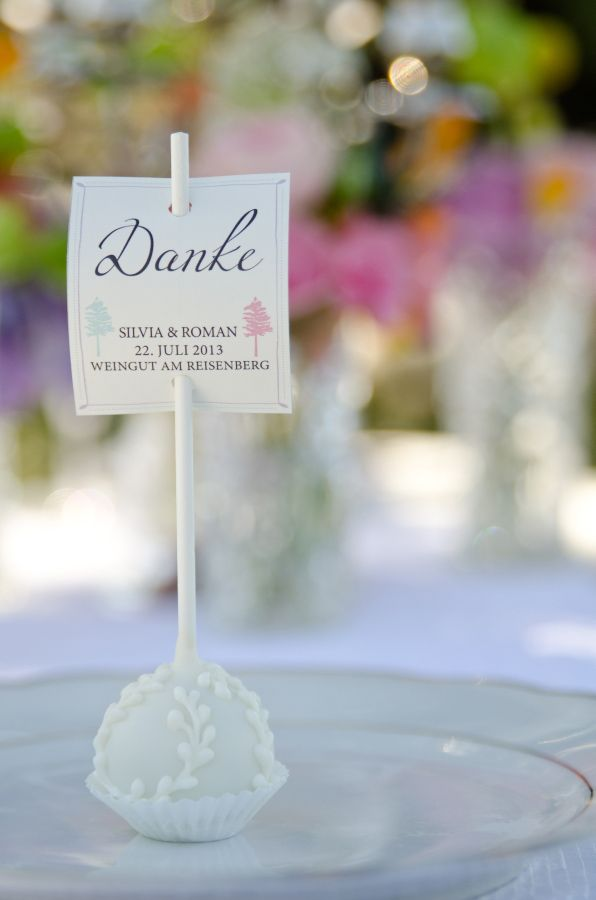 pop cake place cards http://www.weddingchicks.com/2013/10/24/pastel-wedding-inspiration/