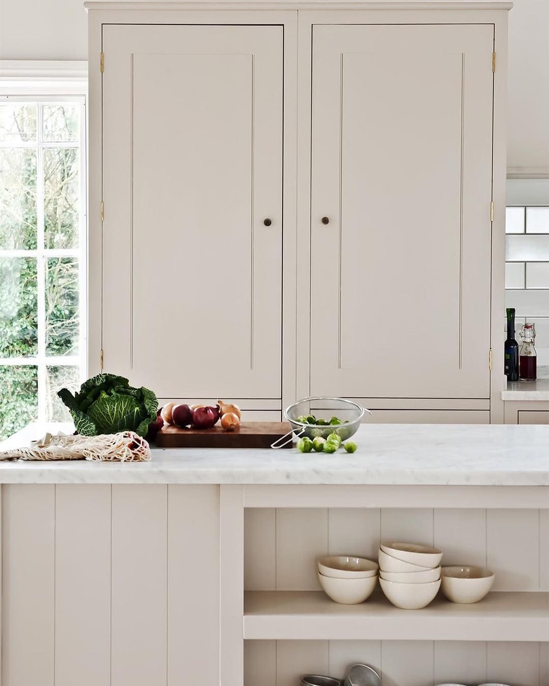 English Kitchen Garden: Pure White Simplicity For Easy Living
