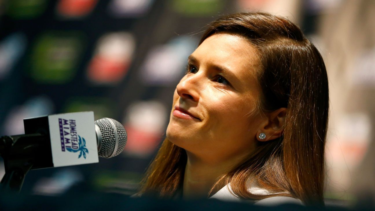 Danica Patrick Confirmed That She Is Dating Packers Quarterback Aaron Rodgers Danican Tdrive Patrick Fo Danica Patrick Aaron Rodgers Inexpensive Car Insurance