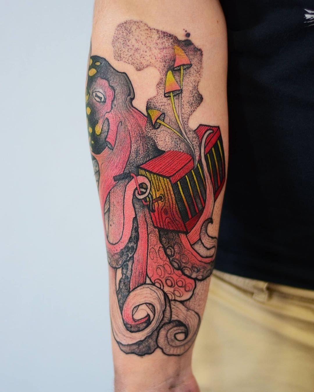 Artist joanna swirska creates superb animalistic tattoos
