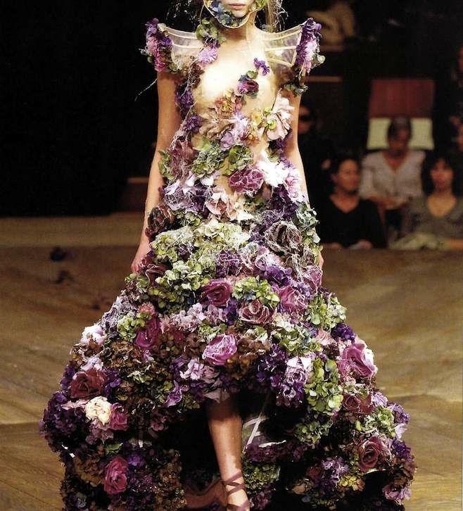 robe fleurie d 39 alexander mcqueen quand le v getal fait pouss le design robe mode et robe. Black Bedroom Furniture Sets. Home Design Ideas