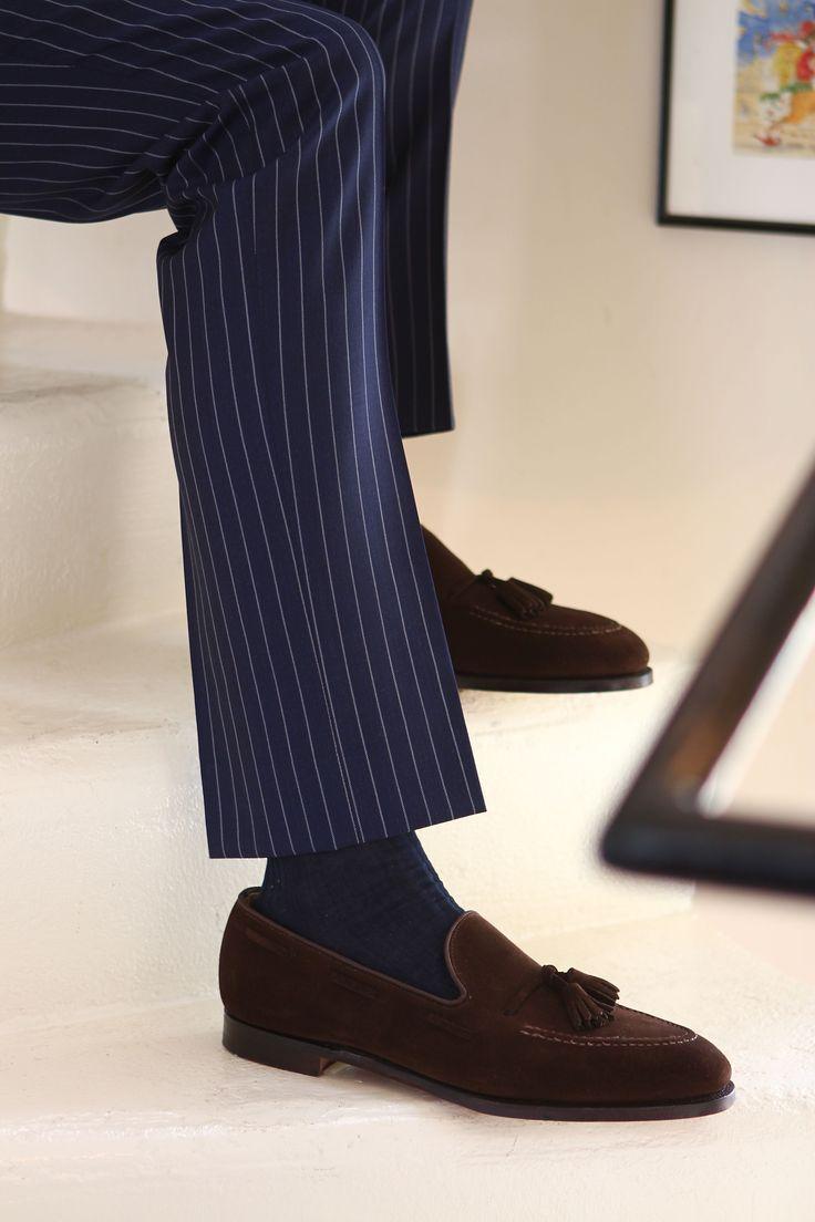 Costume croisé en laine bleu marine à rayures tennis. Mocassins Matthew  Cookson, modèle Porlock chocolat!