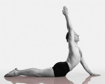 a sequence to prepare for urdhva dhanurasana con imágenes