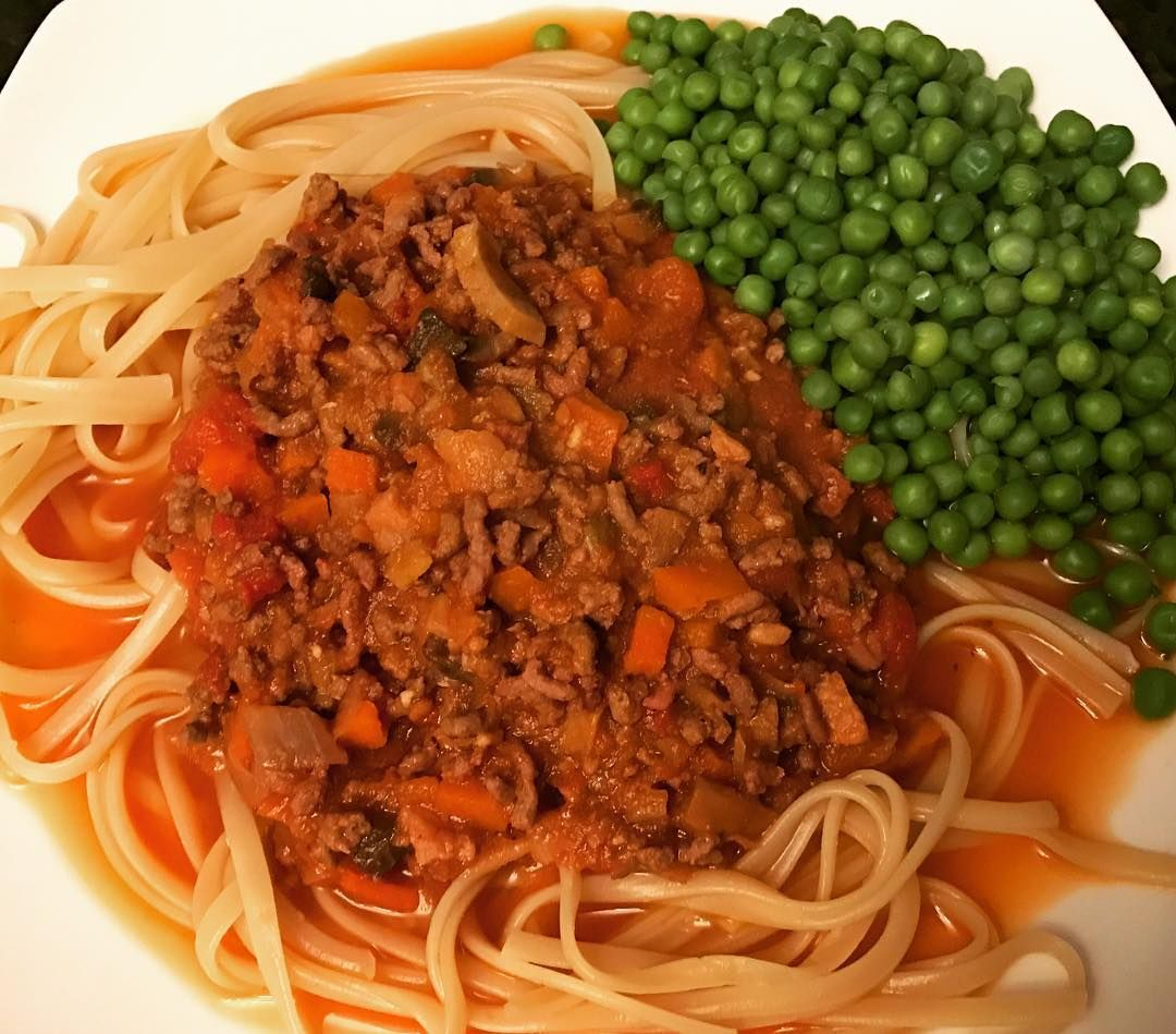 Bolognese (295 cals) Spaghetti (178 cals) with Peas. #homemade #healthyeating #lowfat #lowcal #lowcalorie #diet #healthylifestyle #losingweight #weightloss #weightlossjourney #dieting #instafood #healthy #health #healthyfood #healthychoices #healthyliving #transformation #lifestylechange #food #weightlossmotivation #caloriecounting #foodpics #fitnessjourney #weightlossinspiration #cleaneating #foodphoto #foodstagram #yummy #eeeeeats
