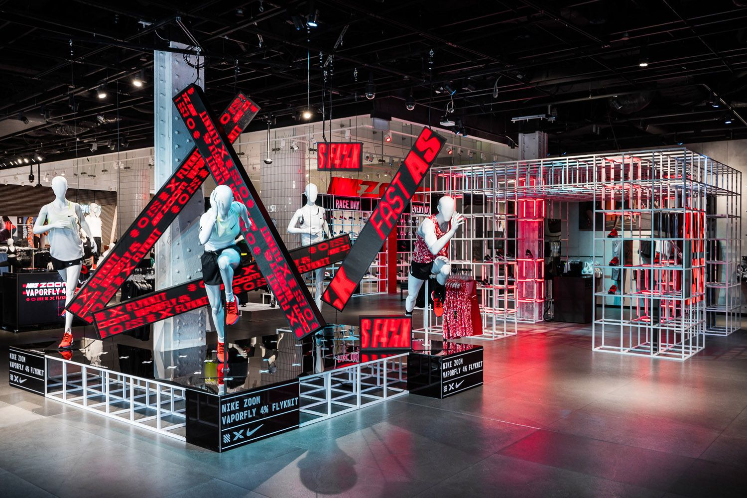 Escupir acoplador nitrógeno  Nike Town London - Nike 4% - Retail Focus | Merchandising displays, London  town, Display design