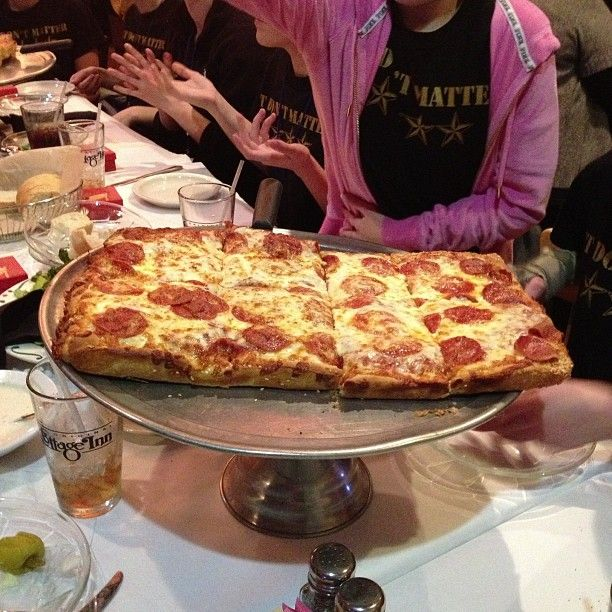 The Original Cottage Inn 2 For Pizza Also 1 For Family Friendly And 2 For Deep Dish Pizza Good Pizza Food Deep Dish Pizza