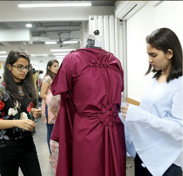 A Seminar By Designer Anujsharma On His Innovative Method Buttonmasala Was Conducted At Hamstech It Introduced Fashion Students Fashion Design Dresses