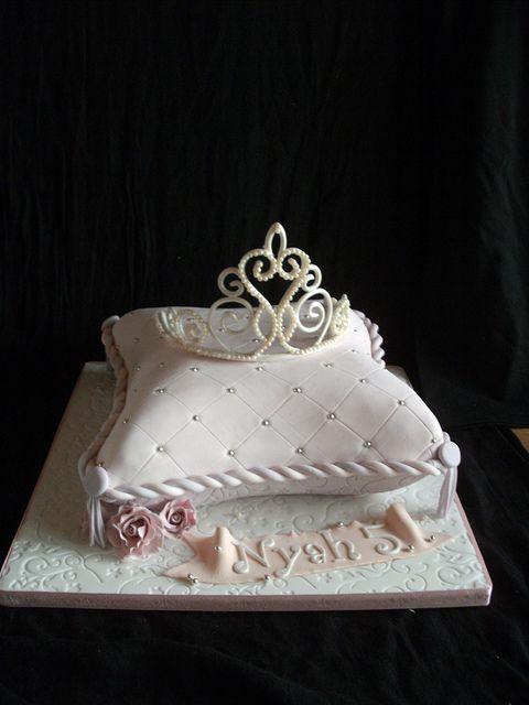 Pillow cake and edible tiara in 2019 | Birthday Cakes ...
