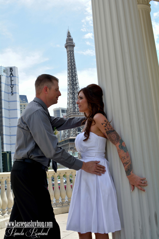 Las Vegas Luv Bug Wedding Caesar S With Paris Eiffel Tower In The Background Bodas