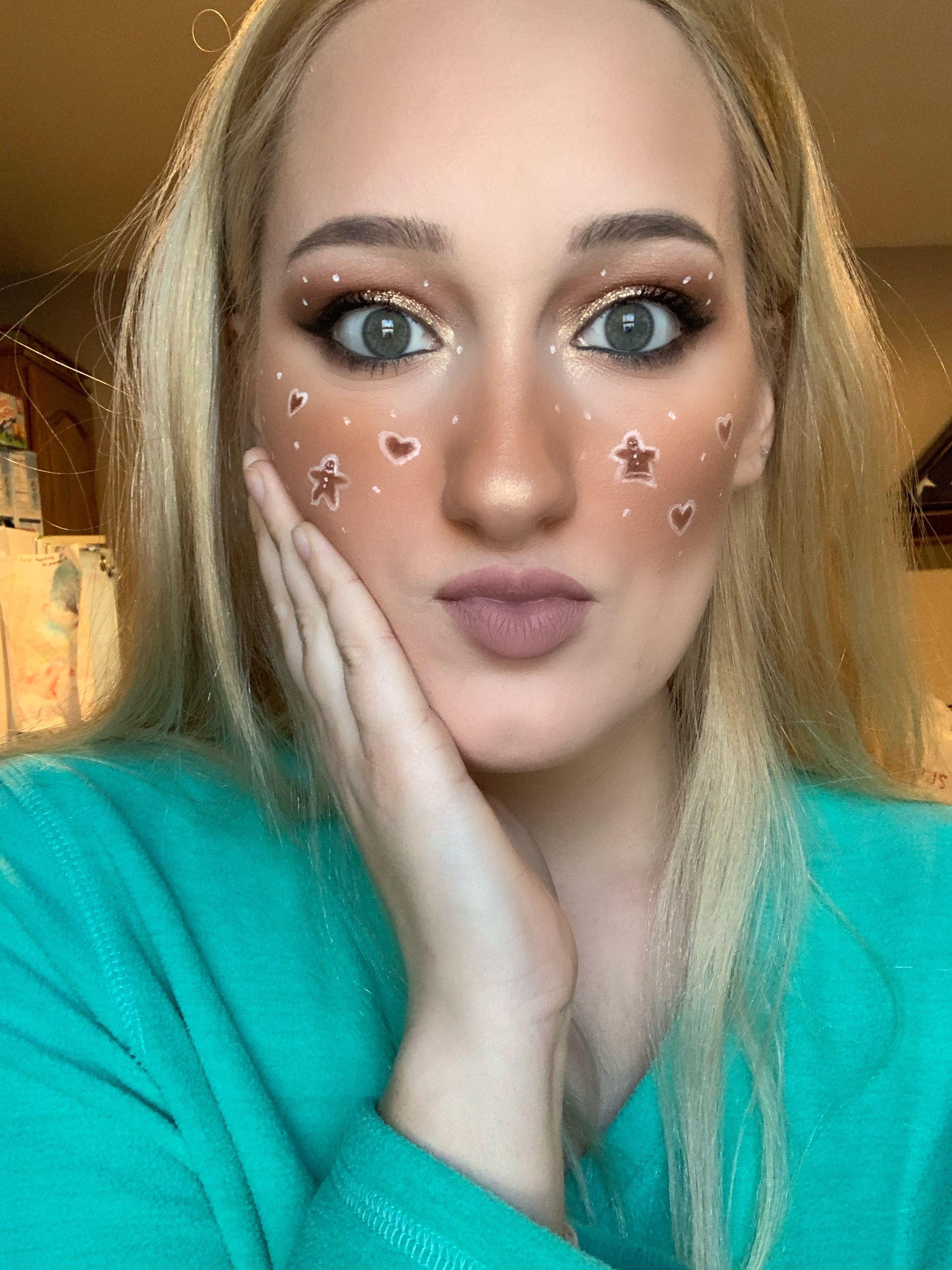 Gingerbread Makeup / Christmas Makeup in 2020 Christmas