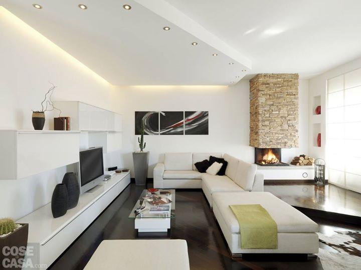 Controsoffitto in cartongesso soggiorno e divani nel for Decorazioni per pareti soggiorno
