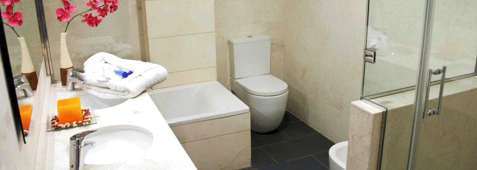 Servicios   Ducha y bañera, Cuarto de baño completo ...