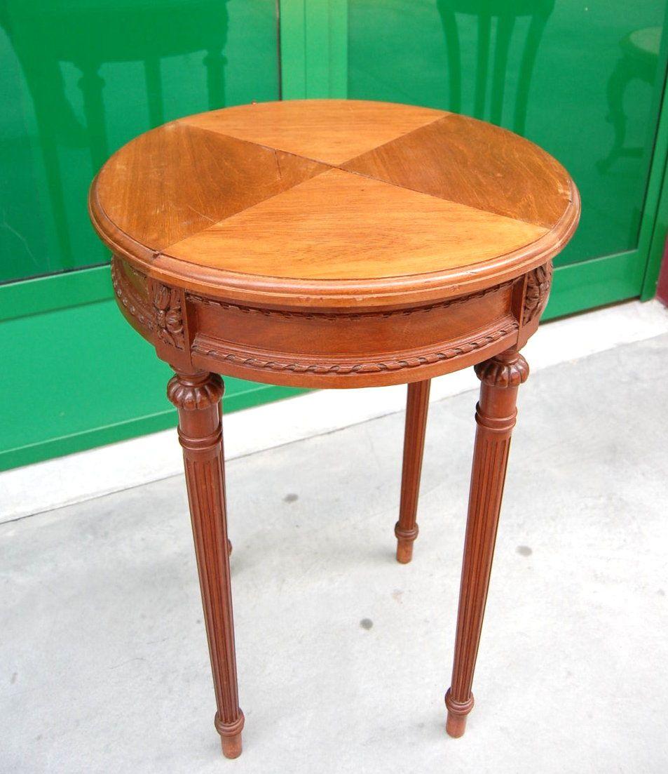 Tavolino in stile Luigi XVI in mogano con piano in vetro ...