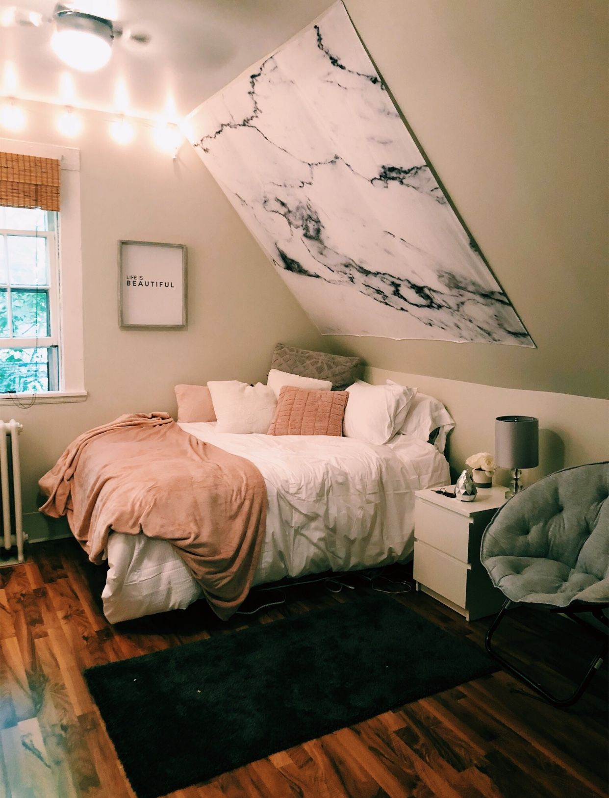 Excellent Use Of Lights And Color Schemes For A Small
