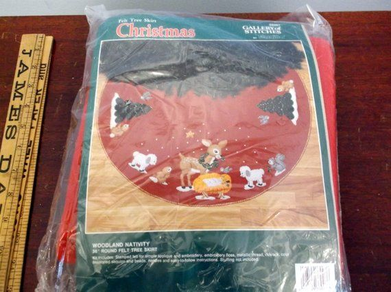 Vintage Bucilla Gallery of Stitches Felt Tree Skirt Christmas
