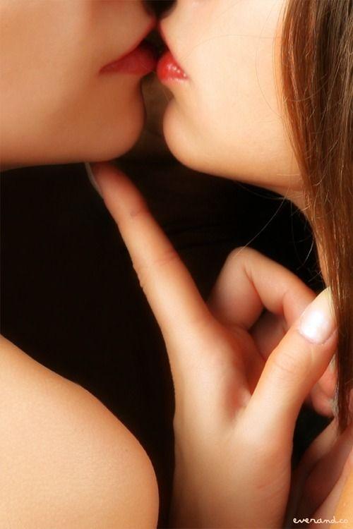 hd лезби страстный поцелуй видео