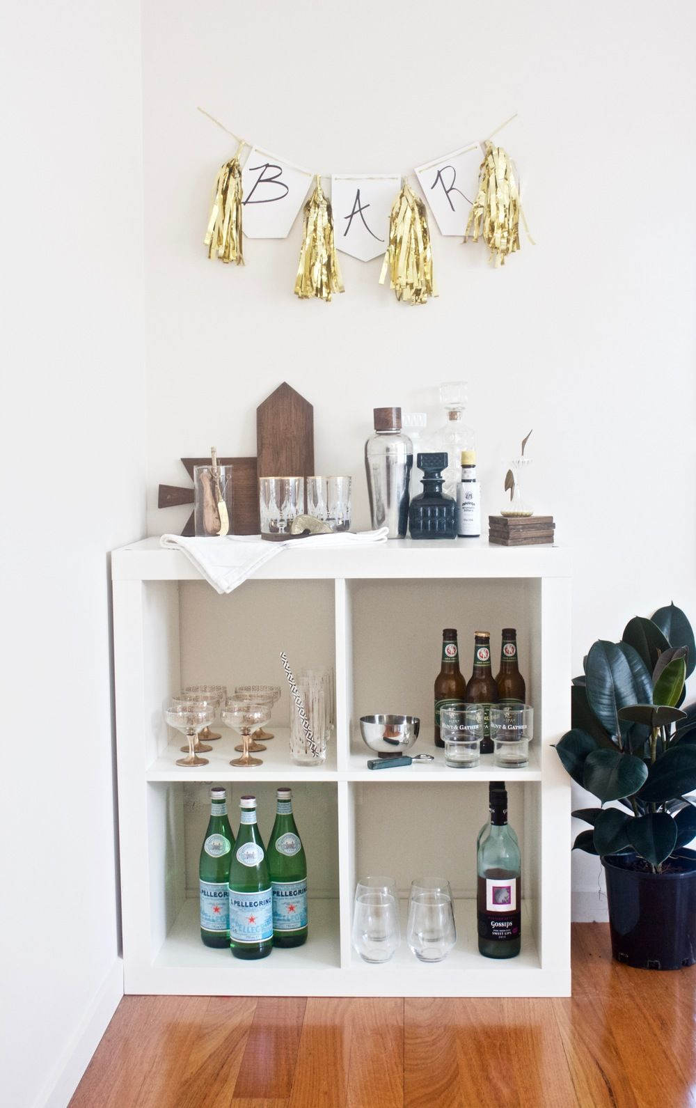 Wohnzimmer Bar Ikea 3 Ways To Style Ikea S Kallax Shelf From Gold Blog Bar