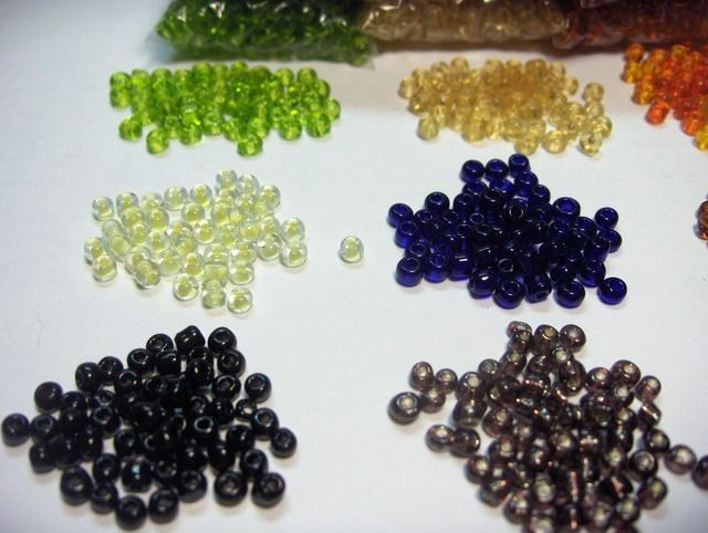 Lot of over 4000 Size 6/0 Seed Beads in 9 Colors