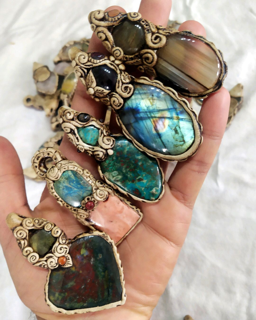 Real And Natural  Gem Stone Crystal To Make Ring Necklace or Pendant In Gold Or Silver