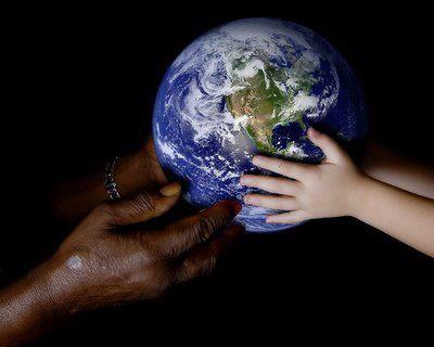 """""""La pace nel mondo può passare soltanto attraverso la pace dello spirito, e la pace dello spirito solo attraverso la presa di coscienza che tutti gli esseri umani sono come membri della stessa famiglia, nonostante la differenza di fedi, di ideologie, di sistemi politici ed economici"""".    Da """"I consigli del cuore"""", di Tenzin Gyatso (Dalai Lama, 1935)  #libro #book #libri #books #frasilibri #aforismilibri #fieralibrocerignola  www.fieralibrocerignola.it"""