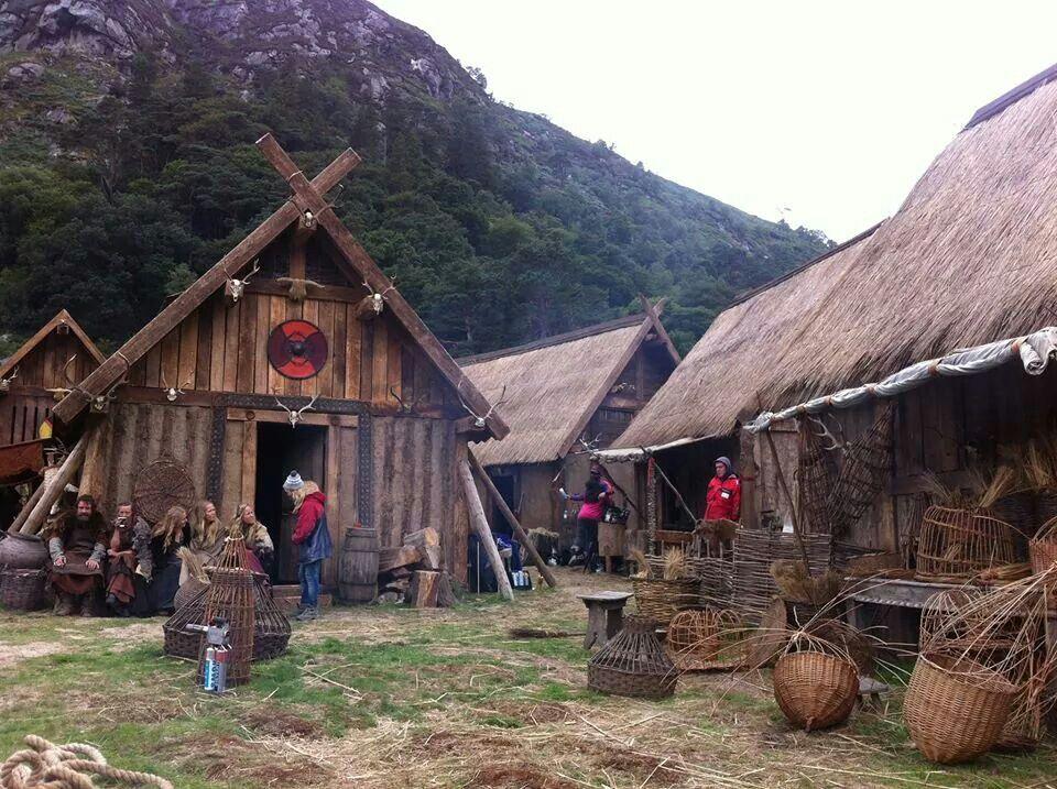 viking homes reenactment pinterest decorações medievais e