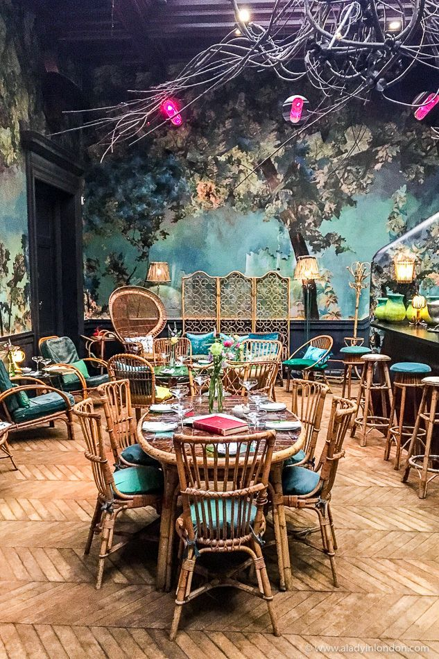 Sketch restaurant in London has some amazing interior decor, and this room shows it well. #restaurant #london #interiordecor