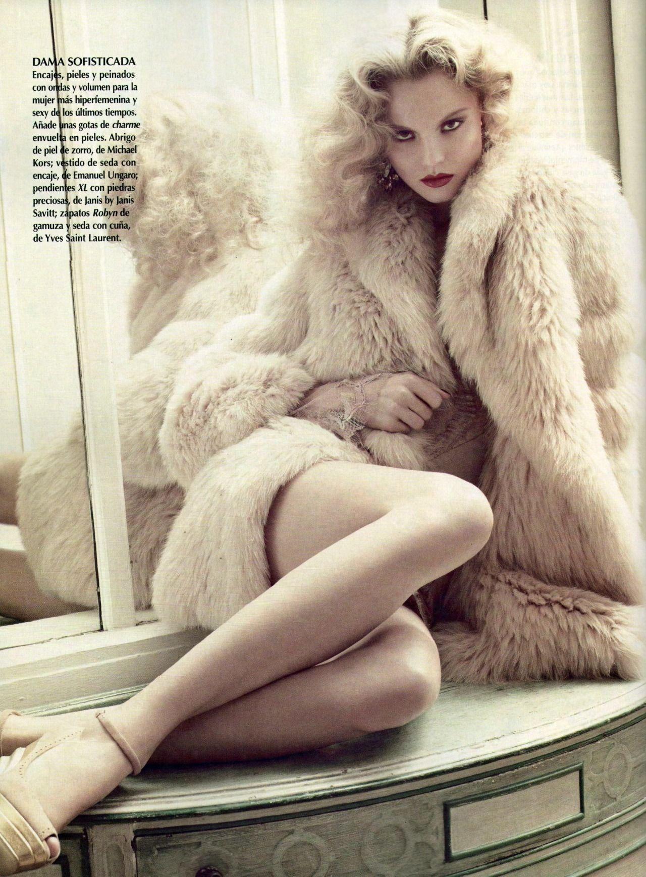 Magdalena Frackowiak by David Roemer for Vogue México, December 2011