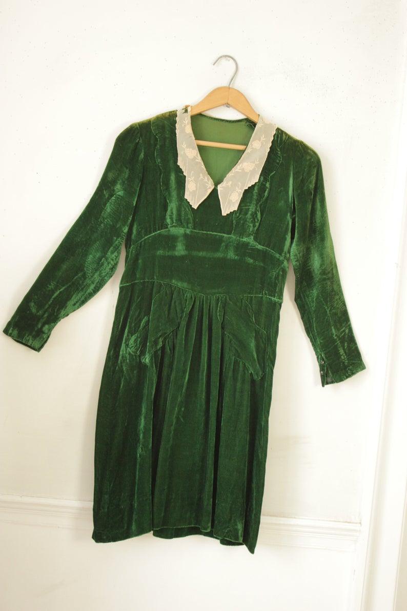1940 S Green Velvet Dress Vintage Clothing French With Etsy In 2021 Green Velvet Dress Vintage Outfits Vintage Dresses [ 1191 x 794 Pixel ]