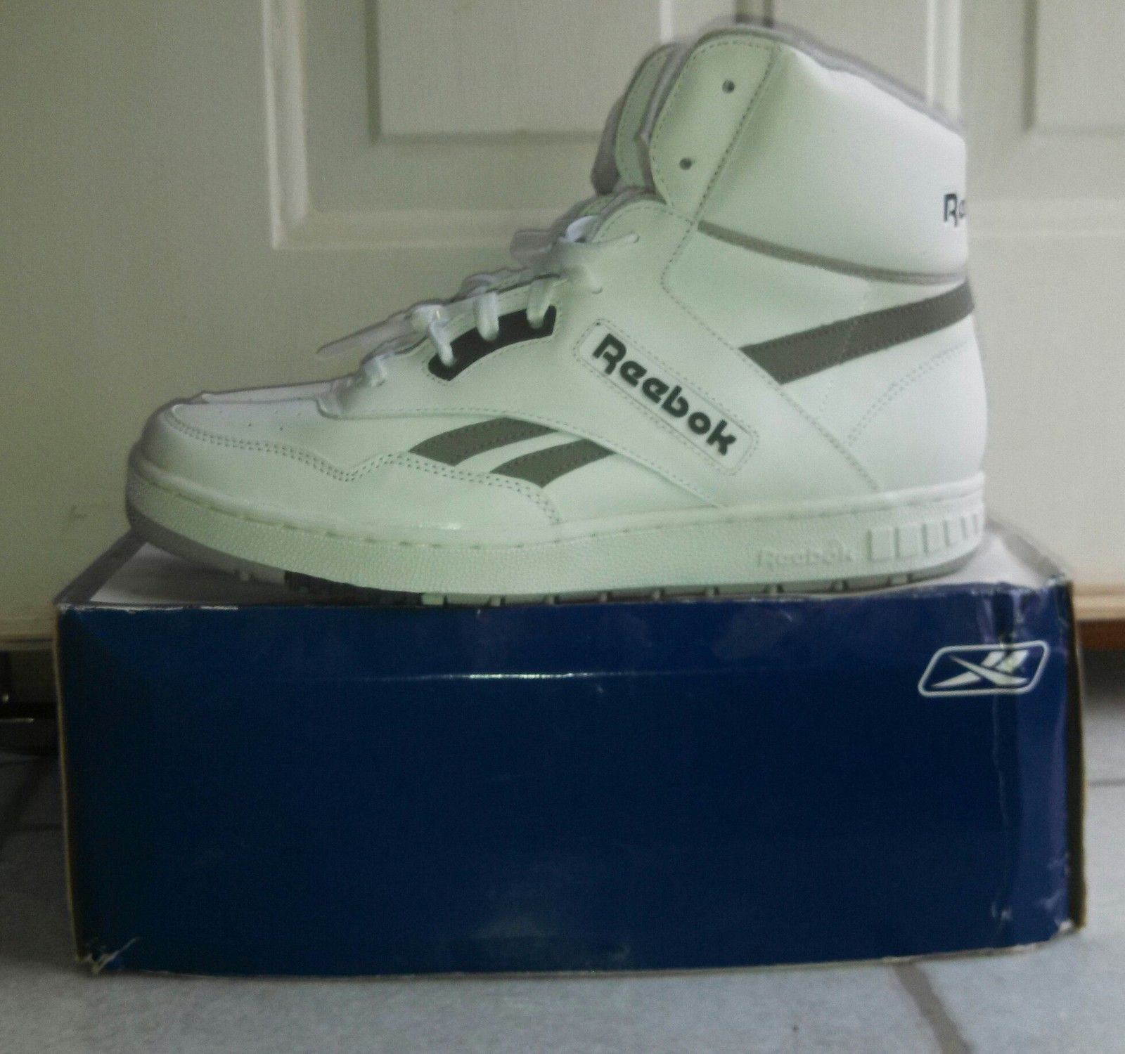 415890c965 Rare New In Box Reebok BB4600 Mens Vintage White Hi Top Basketball ...