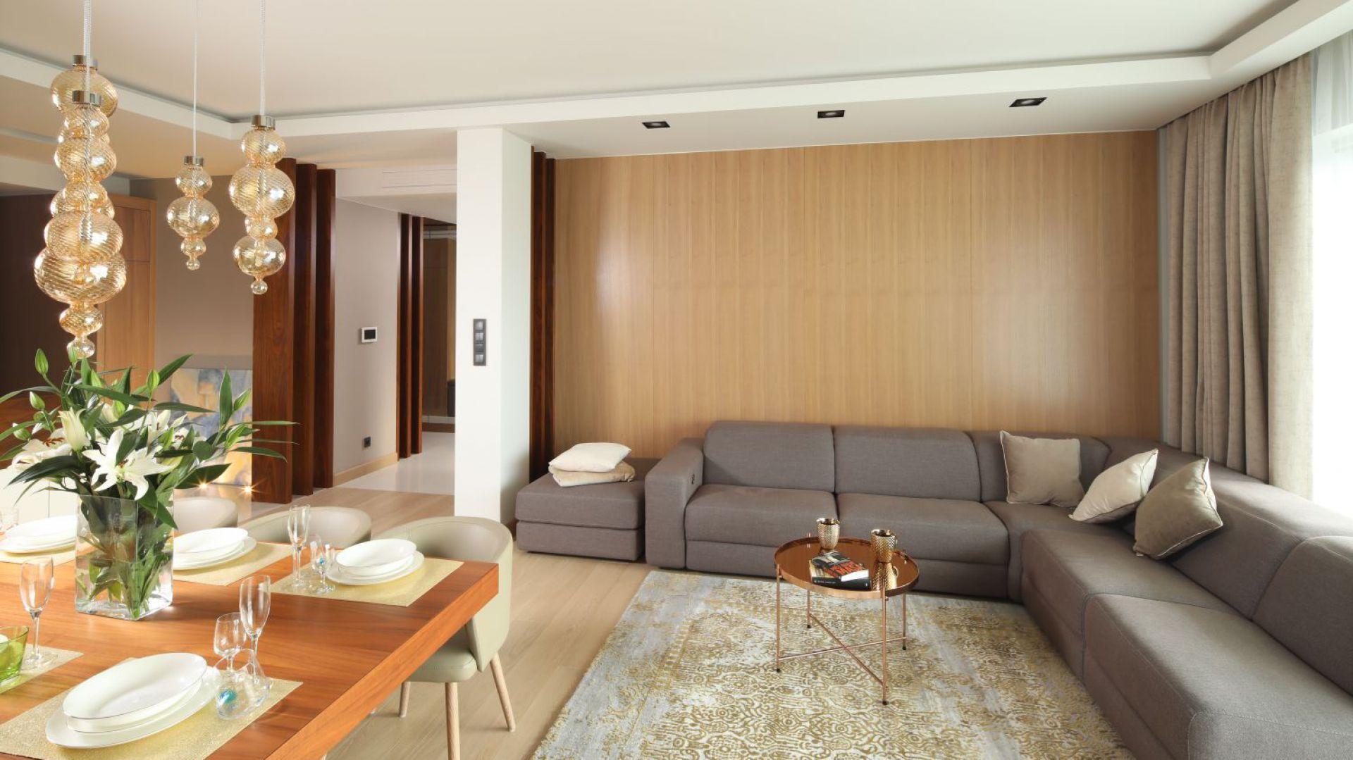 Nowoczesne Mieszkanie Przytulne Wnetrze W Bezach I Brazach Furniture Home Home Decor