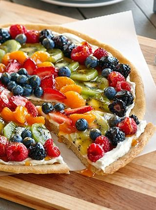 Who doesn't love a fruit pizza? Not anyone I know! This is perfect for summer BBQ's. #ad