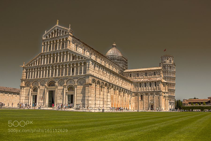 Piazza dei Miracoli by rombe