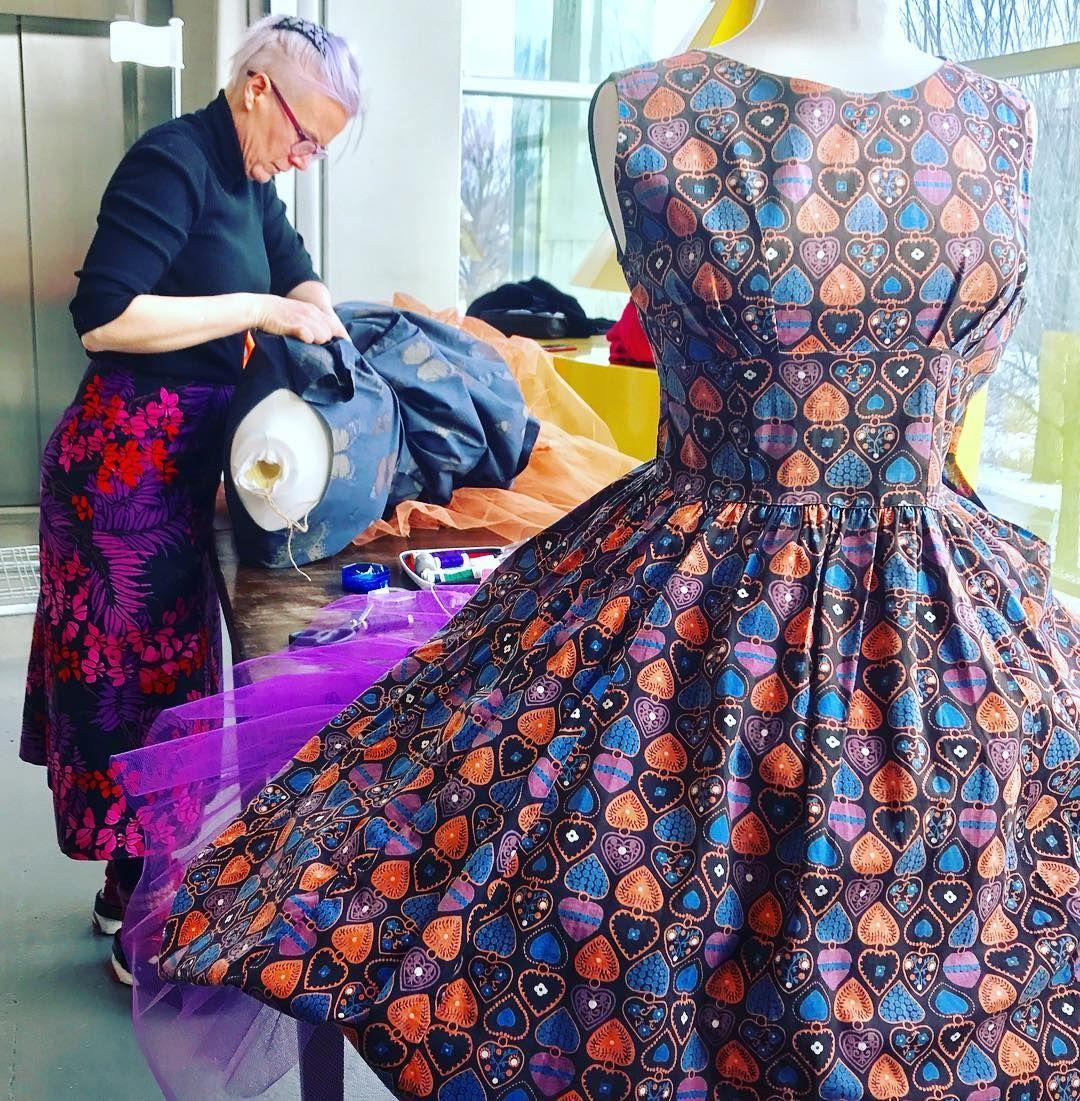 1dac2588c358 Klänning i tyg av Viola Gråsten #latapigan | Designer: Viola Gråsten ...