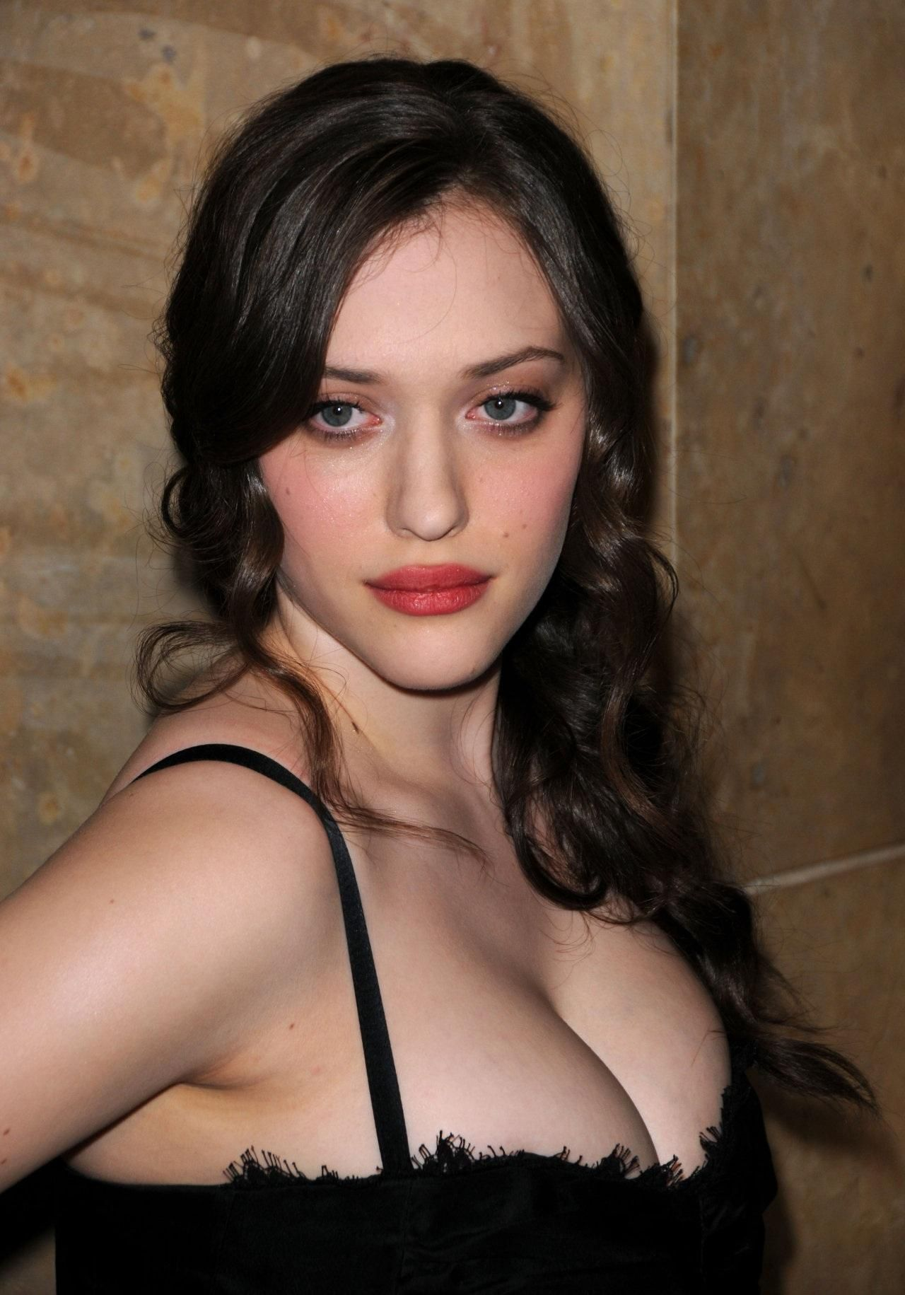 Pin By Zyn Zang On Famous Girls That I Like Kat Dennings Two