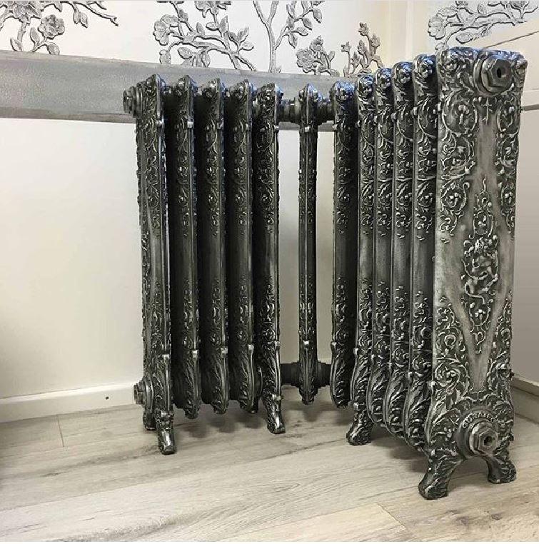 belle epoque angled cast iron radiators radiateur en fonte belle epoque avec un angle plus qu. Black Bedroom Furniture Sets. Home Design Ideas