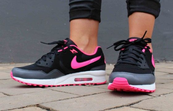 NIKE WMNS AIR MAX LIGHT ESSENTIAL (624725-008) BLACK/HYPER PINK .