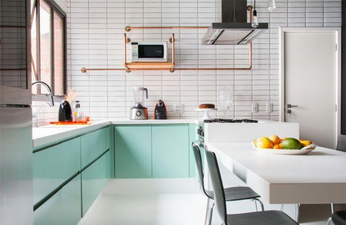 salon cocina en tonos claros armarios en color verde
