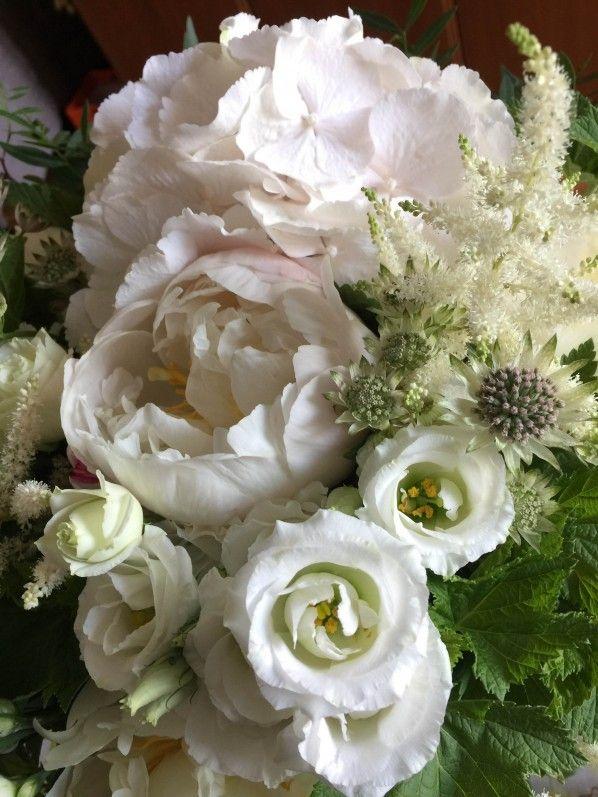 Bouquet blanc pour la f te des m res hortensia pivoine for Gros bouquet de fleurs