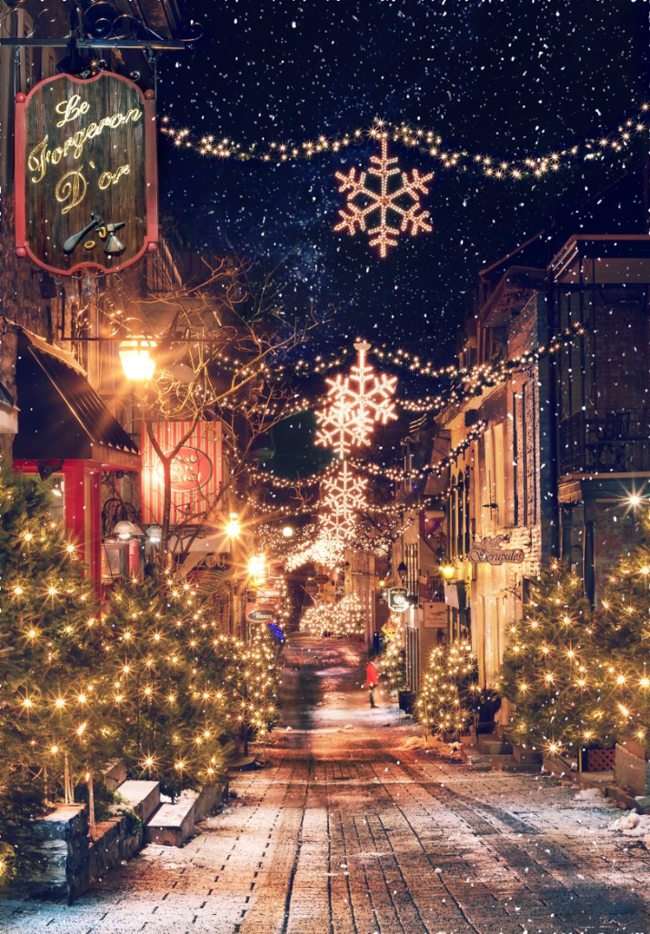 Quebec City, Quebec, Canada.   petit champlain neighbourhood at christmas. estabilished in 1608, it is the oldest commerical district in north america.
