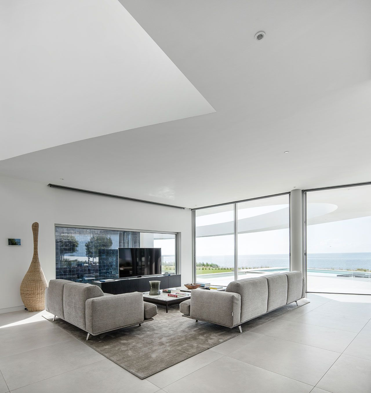 The Elliptic House by Mário Martins Atelier in Lagos, Portugal ...