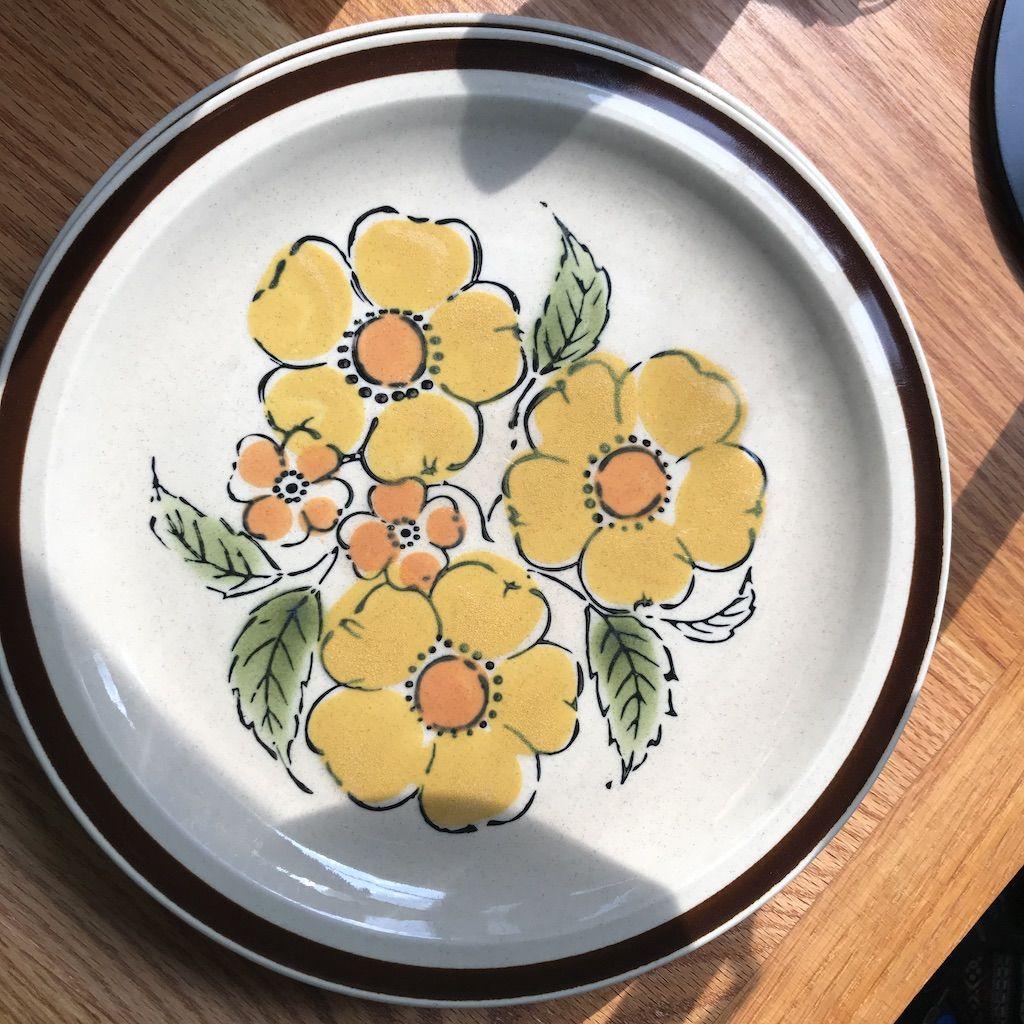super cute floral print! Set of 4 Montrose Stoneware Dinner Plates