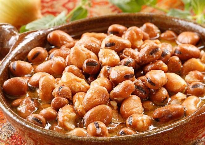 السلام عليكم ورحمة الله وبركاته طريقة عمل الفول النابت المكونات كيلو فول جيد النوع ماء بصلة عصير ليمون الطر Fava Beans Salad Beans Recipe Healthy Recipes