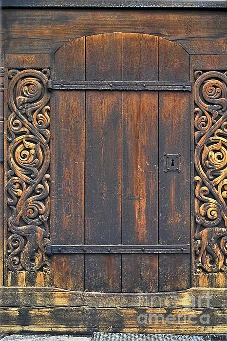 Exactly What I Like About Wood Norwegian Carvers Are Awesome Carved Doors Vintage Doors Cool Doors