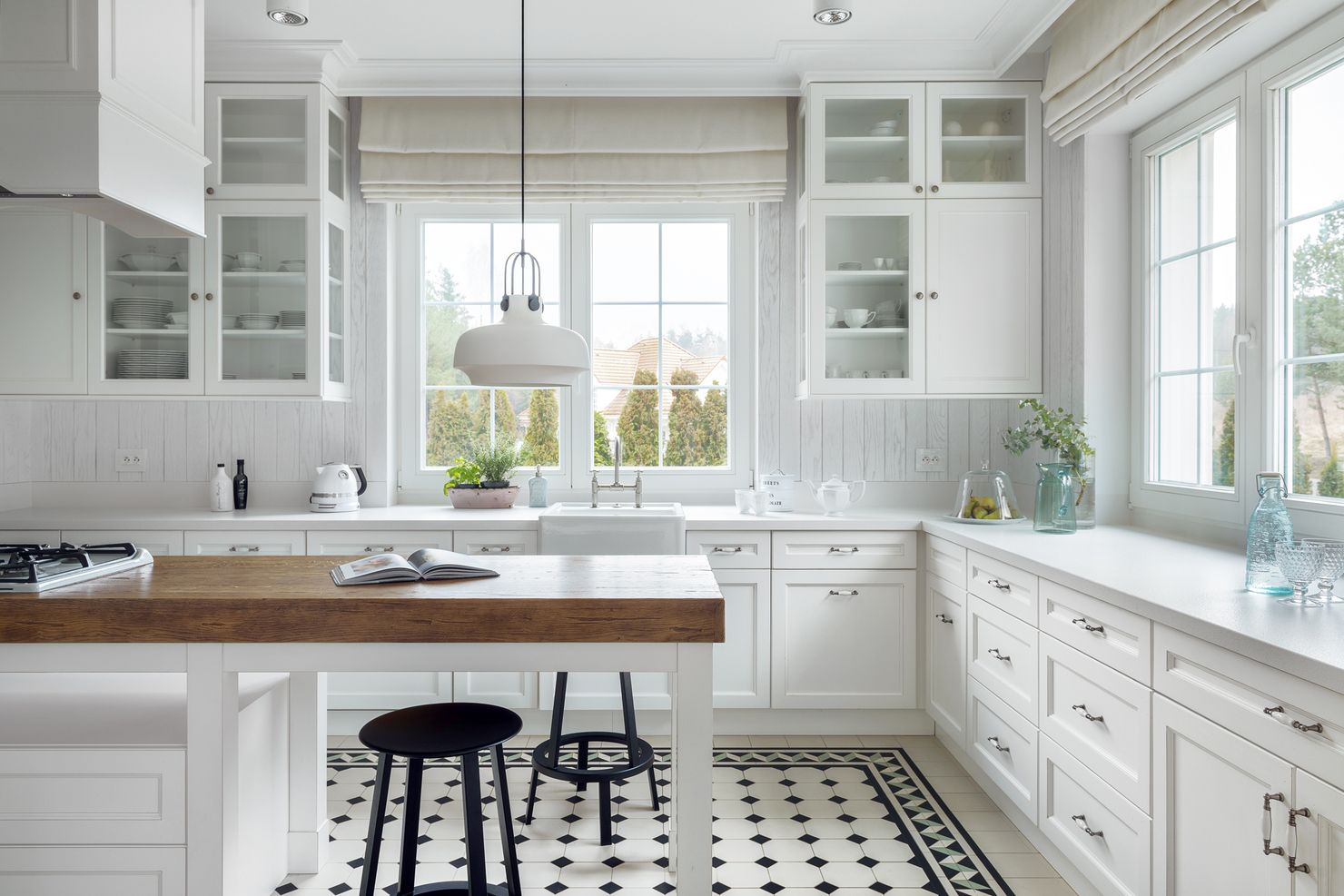 http bajkowewnetrza blogspot co uk 2016 04 klasyczne wnetrze z nutka roman glass kitchen on kitchen cabinets with glass doors on top id=88706
