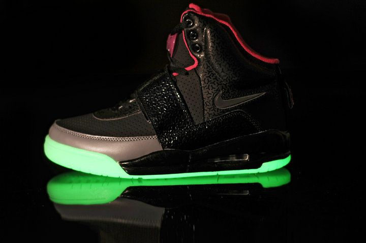 nike air yeezy glow in the dark black pink